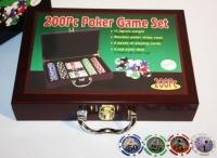 Покерный набор в деревянном кейсе 200 фишек, сукно + 2 колоды