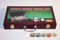 Покерный набор в деревянном кейсе 300 фишек, сукно + 2 колоды