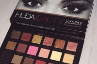 Палетка теней Huda Beauty Textured Shadows (18 цветов)