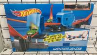 Автотрек Hot Wheels Станции ускорители + 2 машинки HW 6764